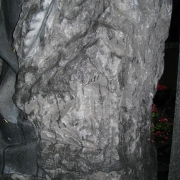 Фото деталей памятника. Статуя ангела из гранита фото, вид сбоку. Производство деталей памятника под заказ.