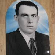 Фото мужчины для памятника. Размер фото на памятник - 30 х 40 см. Цена портрета на памятник - 1800 грн.
