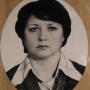 Фото женщины для памятника. Размер овала на памятник 30 х 40 см. Цена портрета в овале 1600 грн.