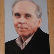 Фото мужчины на памятнике. Размер портрета на памятник 20 х 30 см. Цена портрета из керамики для памятника 1тыс. грн.