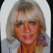 Цветной женский портрет для памятника аркой, фото в размере 20 х 30 см. на керамике. Цена медальона на керамике 1100 грн. Изготовление ритуальных портретов в Киеве.