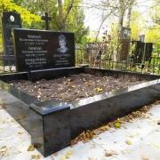 Цоколь из гранита на кладбище. Размеры цоколя из гранита - 220 х 220 см. Цена цоколя из гранита - 28 тыс. грн.