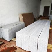 Цоколь из гранита. Фото цоколя на складе в Киеве.
