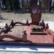 Фото цоколя из гранита на кладбище. Цена цоколя на могилу - доступная.