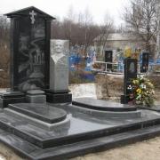 Комбинированный цоколь из чёрного габбро. Фото цоколя из гранита на кладбище. Заказ элитного цоколя на могилу можно сделать в офисе ЧП Прядко. Продажа гранитных цоколей со склада в Киеве по доступным ценам.