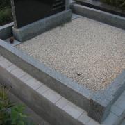 Оформление могилы мраморной крошкой. Стоимость засыпки мраморной крошки на кладбище - 3600 грн.