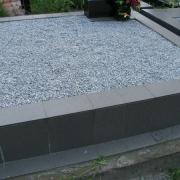 Цена благоустройства могилы - 3600 грн. Цвет крошки для благоустройства цоколя - серый.