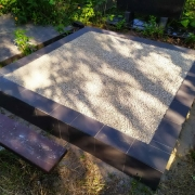 Оформление могилы мраморной крошкой. Продажа крошки для могилы в Киеве.