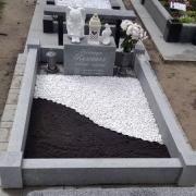 Цвет крошки из мрамора - белый. Цена благоустройства могилы - доступная.