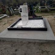 Цена благоустройства могилы - доступная. Засыпать мраморную крошку.