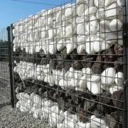 Благоустройство могилы белой крошкой из натурального мрамора. Доступная цена благоустройства могилы.