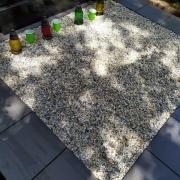 На фото оформление могилы крошкой. Купить мраморную крошку для могилы, можно  сайта: https://www.prjadko.kiev.ua
