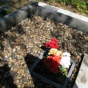 На фото натуральная крошка из мрамора; производства Финляндии, фасованные мешки по 20 кг., доступная цена крошки из мрамора 250 грн. за мешок. Цвет мраморной крошки разноцветный (морские камушки), не окрашена.