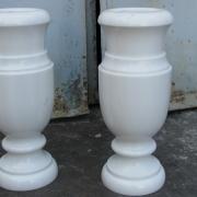 Ваза из мрамора фото. Размер мраморной вазы: высота 50 см., цена вазы из мрамора $150; эта ваза из мрамора есть сейчас в наличии в магазине Ритуальной скульптуры, адрес: ул. Стеценко, 18.