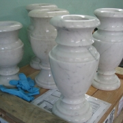 Вазы из мрамора, фото на складе. Высота мраморной вазы 35 см., цена $ 100. Продажа мраморных ваз с гарантией 10 лет.