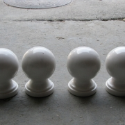 На фото красивые шары из мрамора для памятника. Диаметр шаров из мрамора для цоколя 12 см. Цена шара из мрамора для цоколя $50; Купить шары из мрамора для кладбища, можно в ЧП Прядко в Киеве.