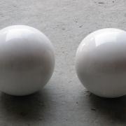 Фото шаров из мрамора для памятника. Мраморный шар на цоколь диаметром 20 см. Цена шара из мрамора для кладбища - доступна. Купить шары из мрамора для кладбища, можно в ЧП Прядко в Киеве.