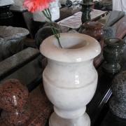 На фото ваза из мрамора на складе в Киеве. Высота мраморной вазы 35 см. Цена мраморной вазы $110.