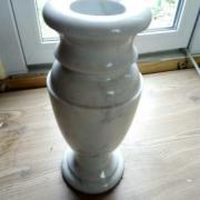 На фото ваза из мрамора, производство в Киеве. Цена мраморной вазы $100.