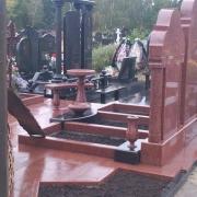 Столы на кладбище, лавки из гранита. Изготовление в Киеве.