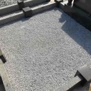 Благоустройство могилы. Купить крошку на могилу - можно со склада памятников в Киеве.
