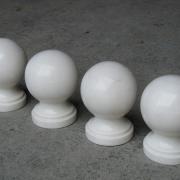 На фото шары из мрамора для памятника. Шары из мрамора для памятника диаметром 12 см. Доступная цена шаров из мрамора $50. Эти шары из мрамора, есть в наличии в Киеве сегодня.