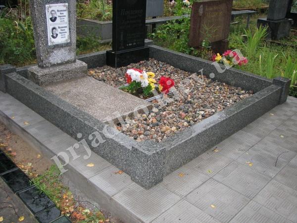 гранитный цоколь на могилу фото